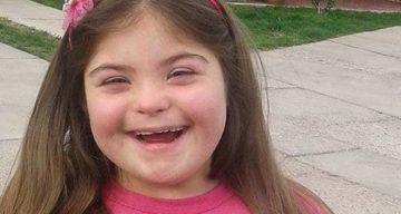 Niegan la comunión a una niña con síndrome de Down y su madre lo denuncia