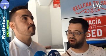 Joven con síndrome de Down firma un contrato indefinido en una pizzería de Oviedo