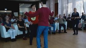 David bailando en un concurso