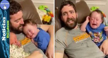 Bebé con síndrome de Down no aguanta la felicidad al conocer a su hermana. Llora cuando los alejan
